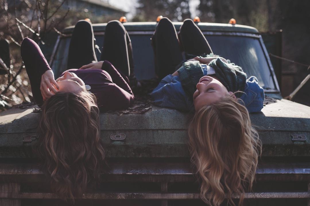 chicas en camion
